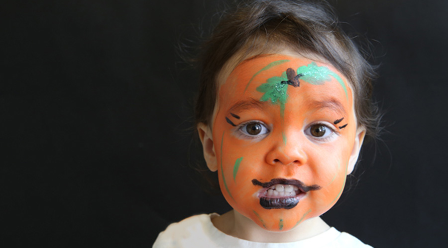 Which brand to choose to apply pumpkin face paint on cheek?